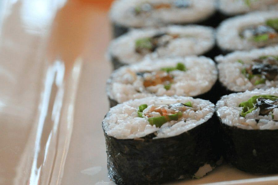 Hvad er forskellen mellem Kombu og Nori til Sushi?