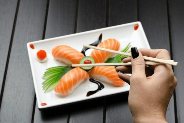 Er det sikkert at spise sushi under graviditet